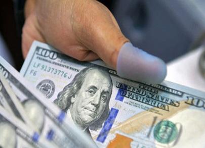 دلار ۲۰۰ تومان گران شد/ یورو در آستانه ۱۸ هزار تومان