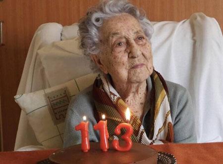 زن ۱۱۳ساله اسپانیایی بر کرونا غلبه کرد (+عکس)