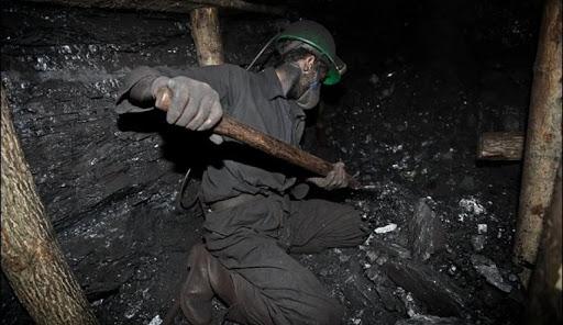 روسیاهی زغال برای مسئولان «شرکت زغالسنگ کرمان» ماند / ماجرای اعتراض ۱۰ روزه کارگران معدن چیست؟
