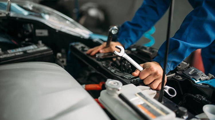 چگونه مشکلات گیربکس یا جعبه دنده خودرو را تشخیص دهیم؟/ تعمیرات گیربکس را با مشاهده این عوامل جدی بگیرید (+جزئیات)
