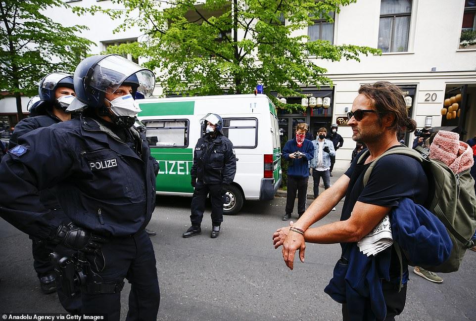کرو تظاهرات آلمان