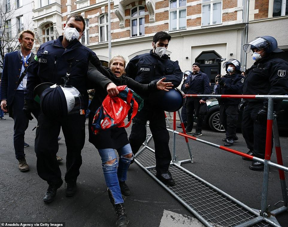 درگیری پلیس آلمان با معترضان قرنطینه