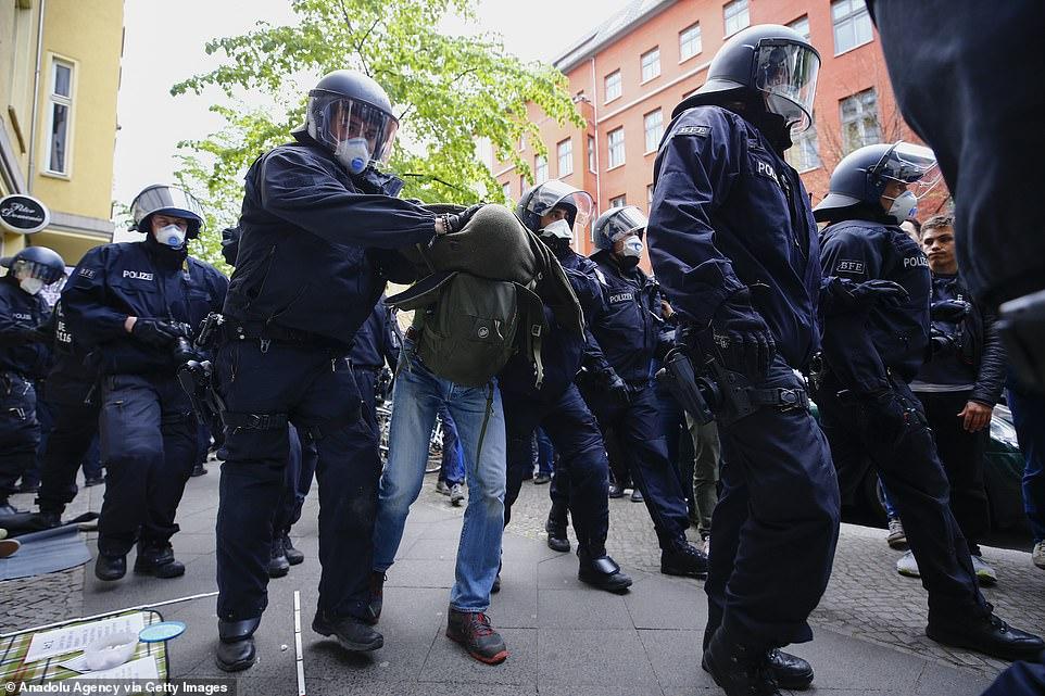 پلیس ماسکدار آلمان در ایام کرونا