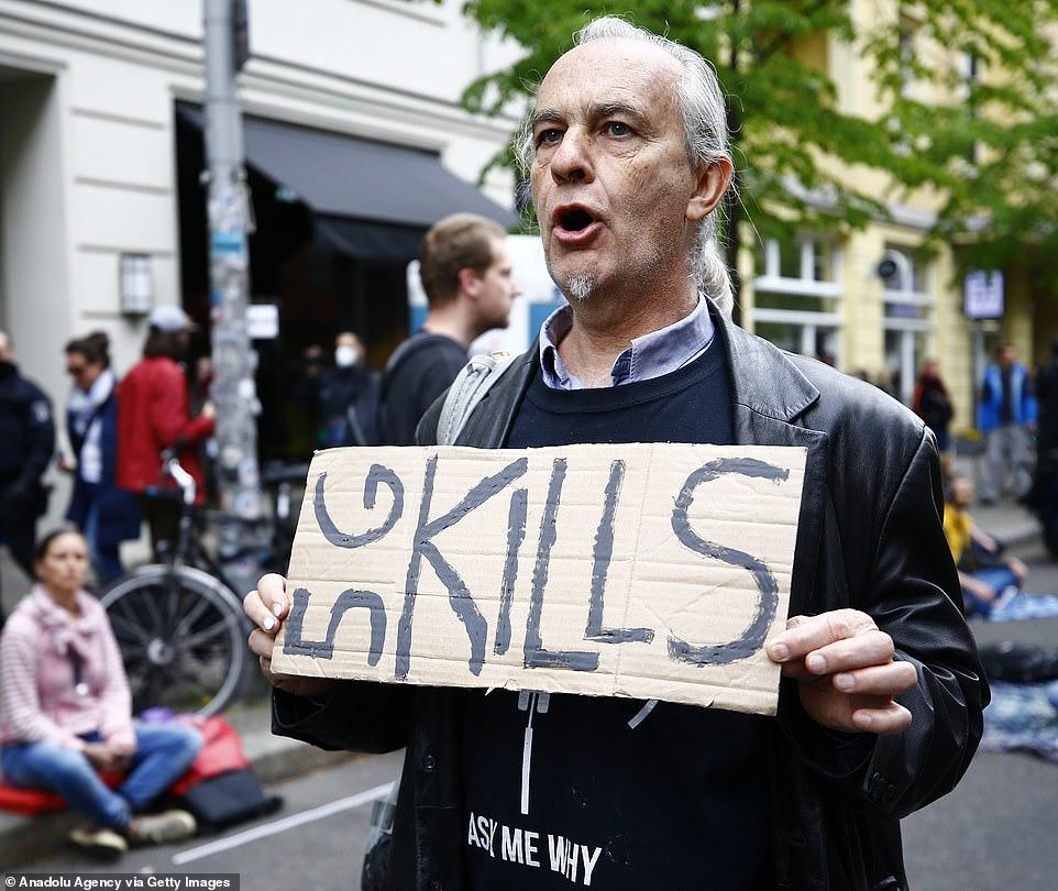 معترضان به قرنطینه در آلمان