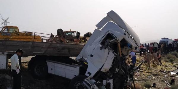 12 کشته در تصادف تریلی با اتوبوس در خراسان جنوبی