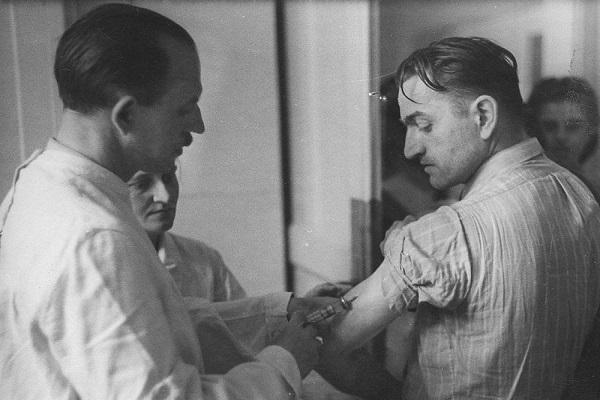 وقتی تیفوس اپیدمیک جان 8 هزار نفر را نجات داد! / روش جالب پزشکان لهستانی برای فریب آلمانی ها! (+تصاویر)