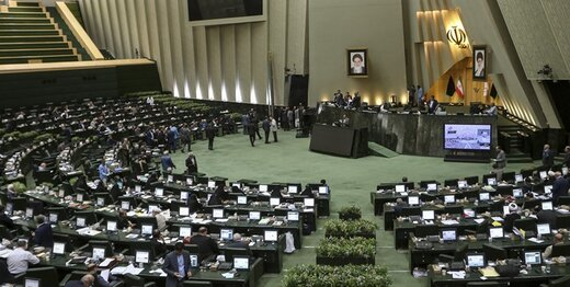 اولین تخلف هیات رئیسه مجلس یازدهم /۳ نفر در ۱ روز (day) بر کرسی ریاست تکیه زدند