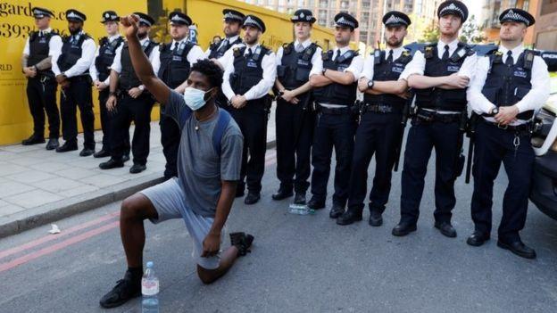 تظاهرات برای مرگ یک سیاه پوست
