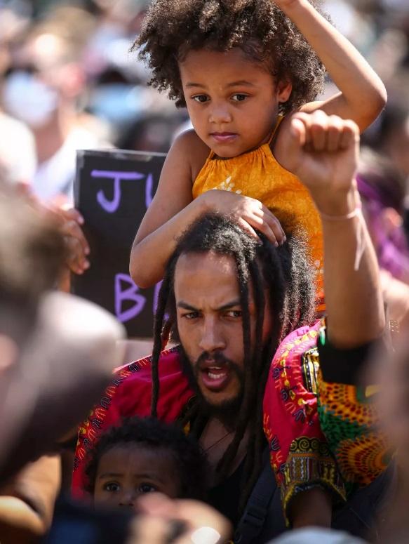 تظاهرات جهانی برای مرگ سیاه پوست آمریکایی