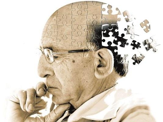 چشم ها علائم اولیه آلزایمر را نشان می دهند