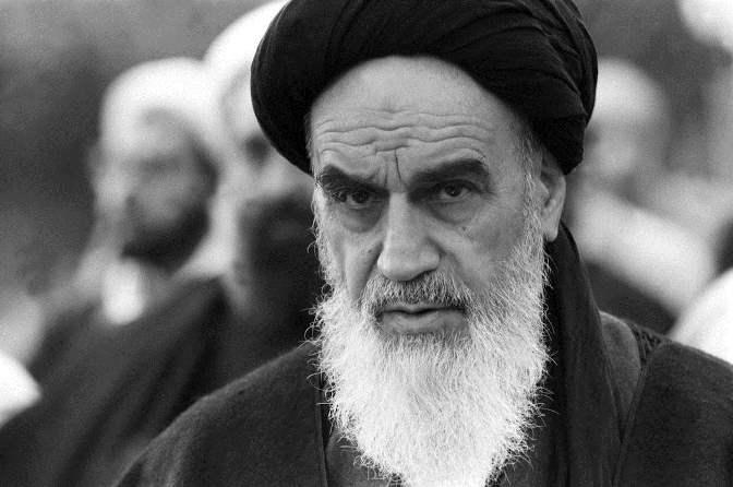 خمینی چگونه خمینی شد؟ 10 تفاوت یا تمایز امام با روحانیون شاخص دیگر