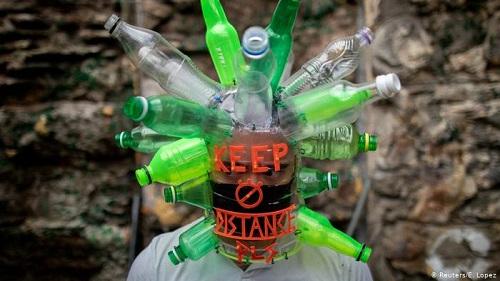 ماسکی از بطریهای پلاستیکی (+عکس)