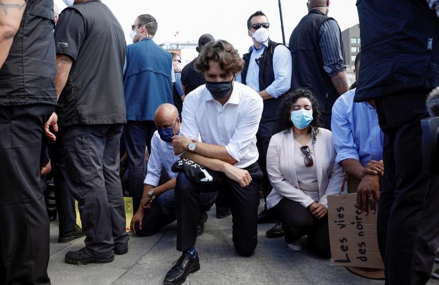 ترودو در تظاهرات ضد نزادپرستی زانو زد