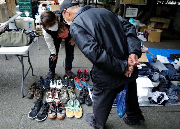 کمک به سالمند فقیر ژاپن کرونا