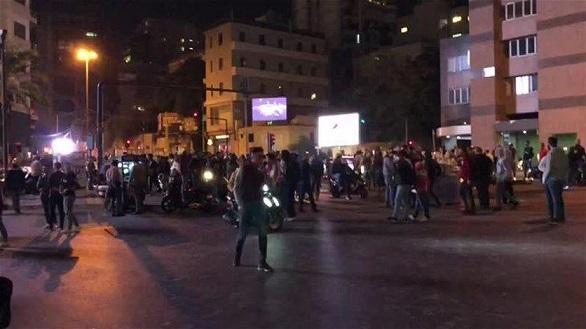 تظاهرات شبانه لبنانیها در اعتراض به وضع بد اقتصادی