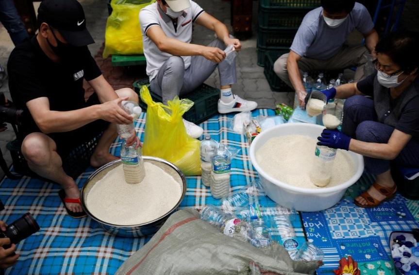 بسته بندی برنج در بطری برای کره شمالی