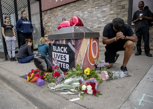 فشار زانوی پلیس آمریکا مرد سیاه پوست را کُشت/4 مامور پلیس اخراج شدند (+عکس)