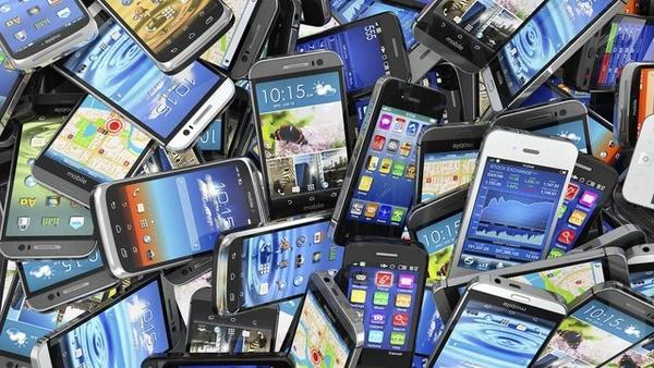 وزارت صمت: اعمال ممنوعیت واردات گوشیهای تلفن همراه بالای ۳۰۰ یورو به گمرکات ابلاغ نشده است
