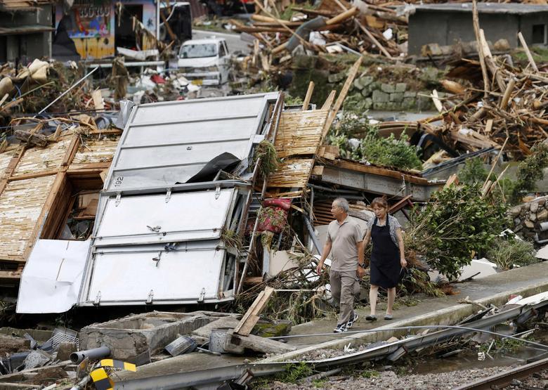 سیل ژاپن: تعطیلی کارخانهها و 56 قربانی (+عکس)