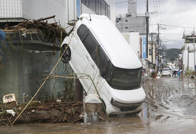 خودرو در سیل ژاپن