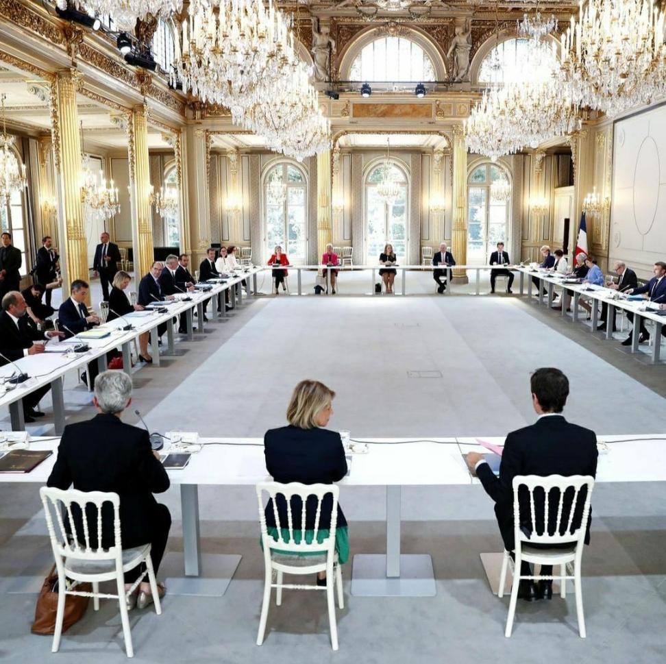 دولت جدید فرانسه، زنان بیشتر از مردان (+عکس)