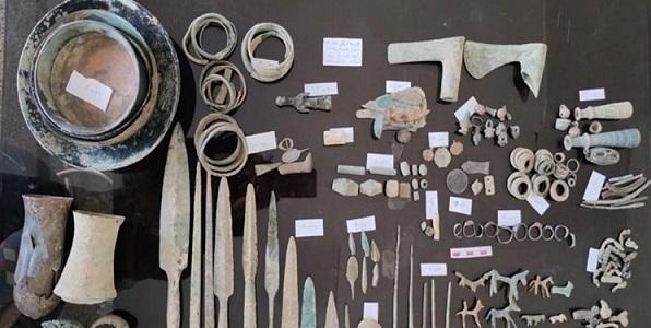 کشف عتیقه های هزار ساله در کرمانشاه