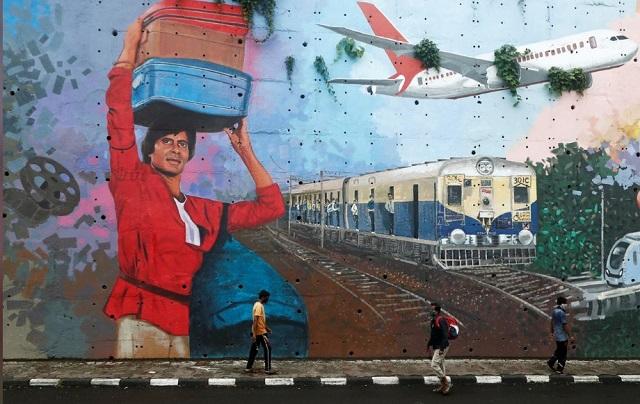 نقاشی آمیتاب باچان روی دیوار