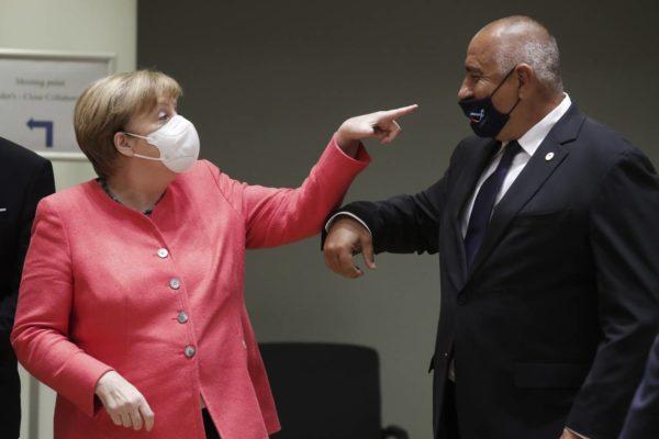 مرکل با ماسک در جلسه سران اروپا