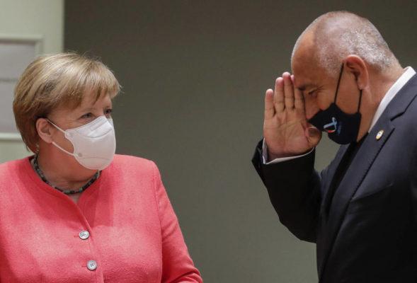 مرکل در نشست سران اروپا ماسک