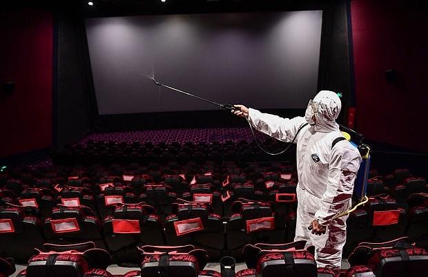 قوانین جدید؛ تماشای فیلم با ماسک
