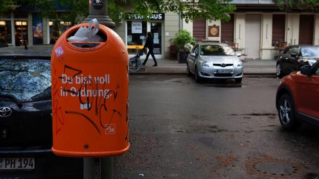کلمه نظم روی سطل زباله در آلمان