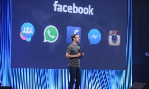 فیس بوک در مسیر توییتر: نوشته های مروج نفرت افکنی، علامت گذاری می شوند