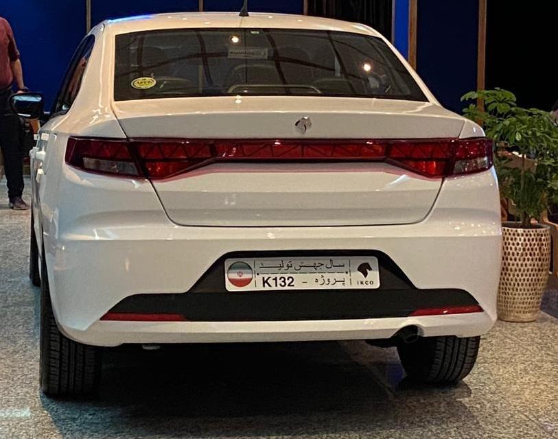 خودروی جدید ایران خودرو به نمایش گذاشته شد/ مدیر عامل ایران خودرو: در سال جاری هزار دستگاه از اینمحصول تولید و روانه بازار می شود / رونمایی از  2 محصول جدید هاچ بک و کراس اوور به زودی انجام می شود (+عکس)
