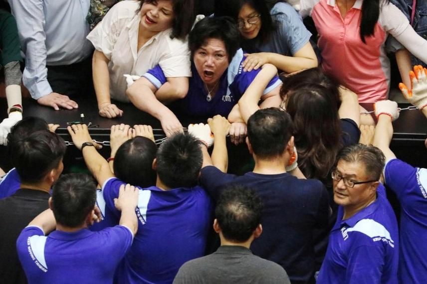 درگیری در پارلمان تایوان