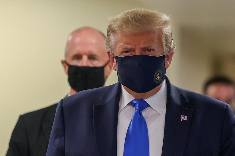 دونالد ترامپ با ماسک