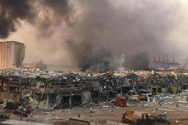 وقوع انفجار مهیب در بندر بیروت لبنان (+فیلم)/ رویترز: 10 نفر کشته شدند
