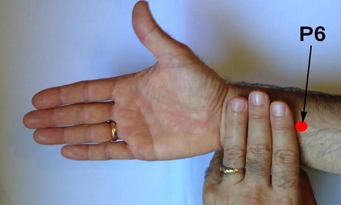 حالت تهوع و 6 درمان طبیعی برای آن