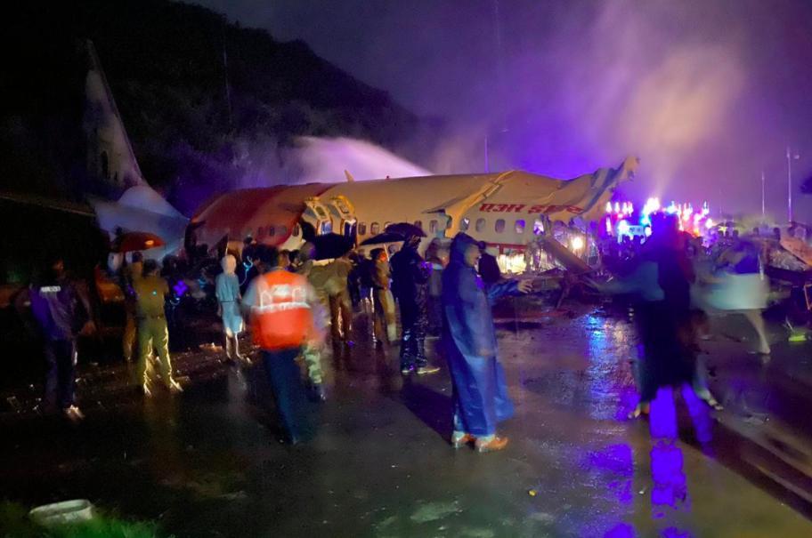 حادثه برای یک هواپیما در هند (+عکس)/ 14 کشته و 123 زخمی