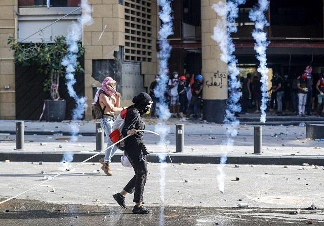 اعتراضات در لبنان / اشغال وزارت اقتصاد / حمله به وزارتخانه های امور خارجه و محیط زیست