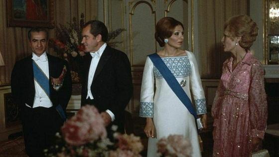 حراج لباس ابریشمی فرح پهلوی با قیمت پایه ۸۸۰۰ دلار