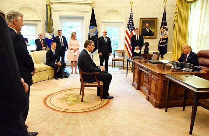 جنجال صحنه نشستن رئیس جمهور صربستان مقابل ترامپ/ روسیه: مثل بازجویی بود