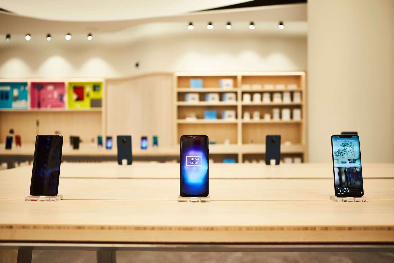 تصمیم هوآوی به حضور بیشتر در اروپا با افتتاح ۵۰ فروشگاه