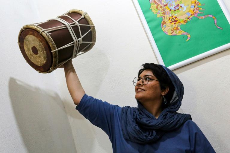 فائزه محسنی نوازنده درام گروه دینگو