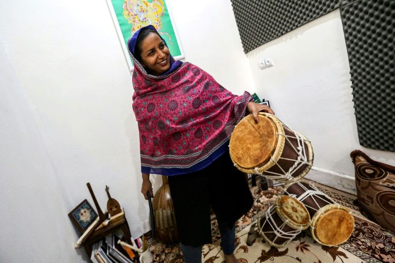 نوازنده ایرانی گروه دینگو
