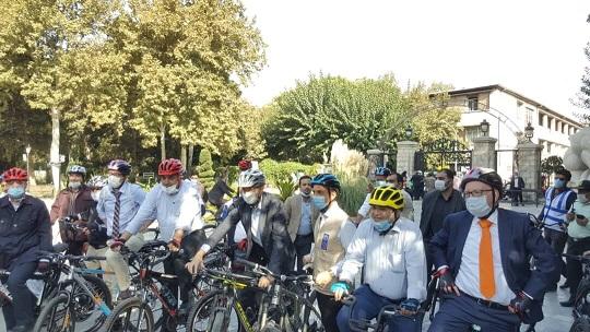 دوچرخه سواری سفرای مقیم تهران به همراه حناچی در خیابان
