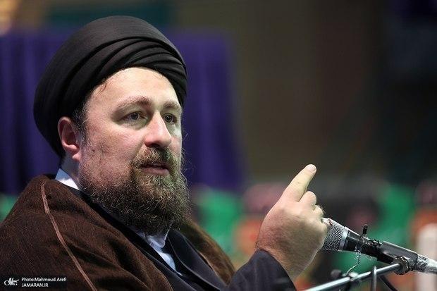 سیدحسن خمینی: مضحکه است که قصه جنگ را بگوییم و نگوییم فرمانده اش هاشمی بود و نخست وزیرش که بود/ در دید برخی انقلابی خوب انقلابی مرده است