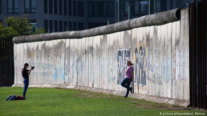مرکل: محدودیت های کرونا یادآور آلمان شرقی است