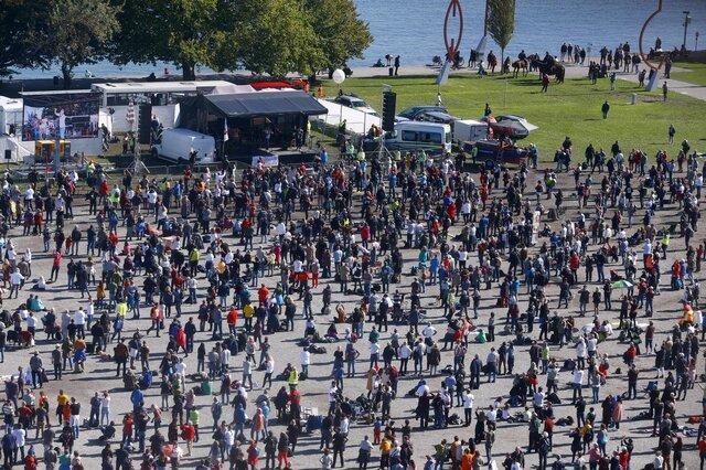 اعتراضات هزاران نفری علیه محدودیتهای کرونایی در آلمان
