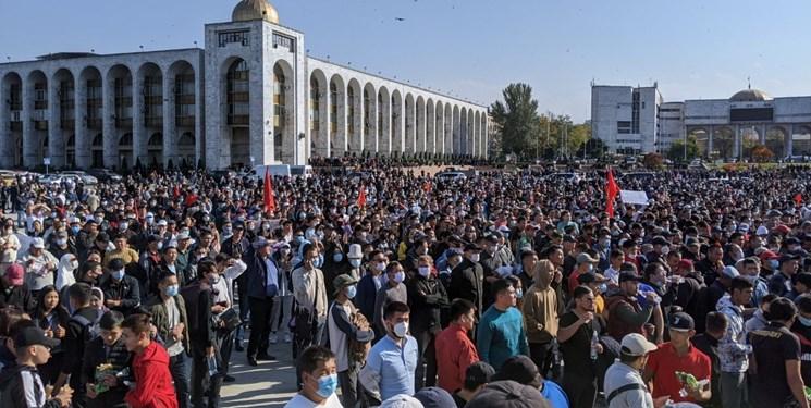 1142858 623 - قرقیزستان/معترضان به نتایج انتخابات رئیسجمهور سابق را آزاد کردند/قطعاینترنت واشغالپارلمان