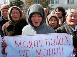 1142860 157 - قرقیزستان/معترضان به نتایج انتخابات رئیسجمهور سابق را آزاد کردند/قطعاینترنت واشغالپارلمان